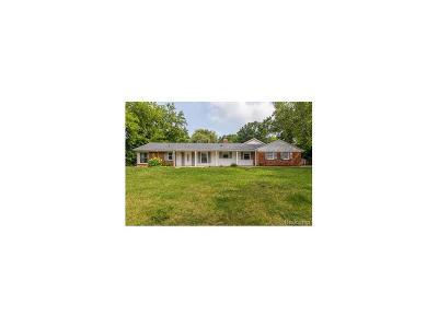 Bloomfield Twp Single Family Home For Sale: 2415 E Hammond Lake Drive