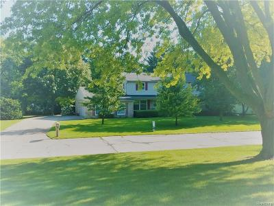 Bloomfield Twp Single Family Home For Sale: 777 Fox River Drive