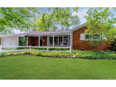 Dearborn Heights Single Family Home For Sale: 25627 Edinborough Street