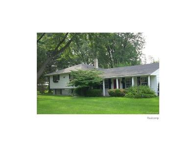 West Bloomfield Twp MI Single Family Home For Sale: $279,900