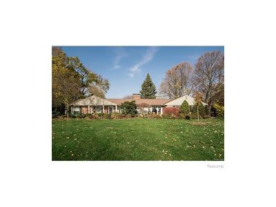 West Bloomfield Twp MI Single Family Home For Sale: $265,000