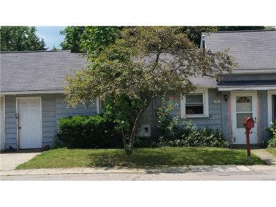 South Lyon MI Single Family Home For Sale: $142,900