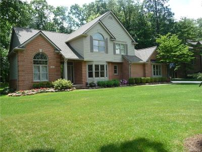 Commerce Twp Single Family Home For Sale: 5940 Turnberry Drive