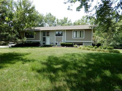 West Bloomfield Twp MI Single Family Home For Sale: $274,900