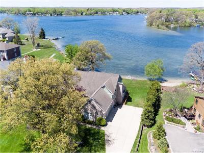 Commerce Single Family Home For Sale: 8780 Oak Beach Drive