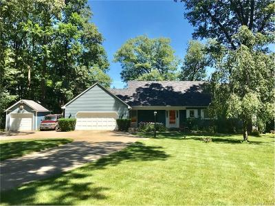 Single Family Home For Sale: 1450 W Clarkston Road