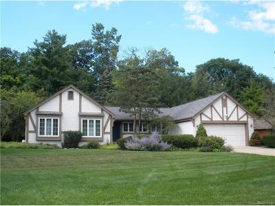 Bloomfield Twp Single Family Home For Sale: 1477 Ashover Drive