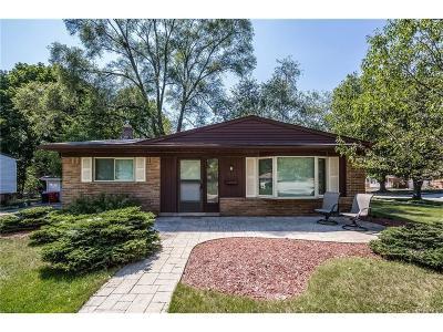 Rochester Single Family Home For Sale: 1355 N Oak Street