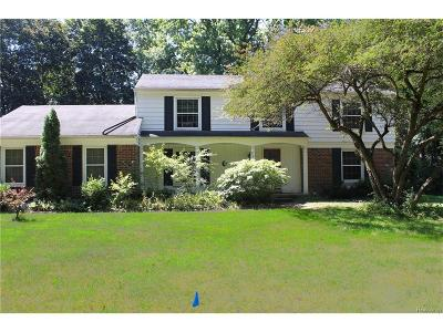 Bloomfield Twp Single Family Home For Sale: 946 E Square Lake Road