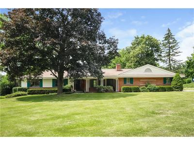 Bloomfield Twp Single Family Home For Sale: 2780 Mackintosh Lane