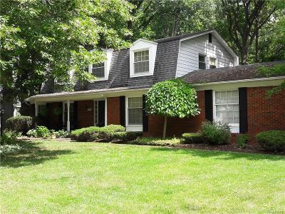Livonia Single Family Home For Sale: 31731 Balmoral Drive
