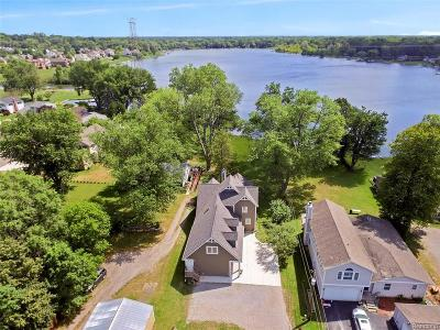 Wixom Single Family Home For Sale: 1750 N Wixom Road