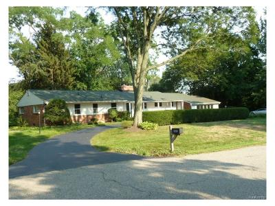 Bloomfield Twp Single Family Home For Sale: 6493 Thorncrest Drive