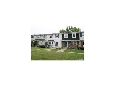 Northville Condo/Townhouse For Sale: 19820 Crystal Lake Drive