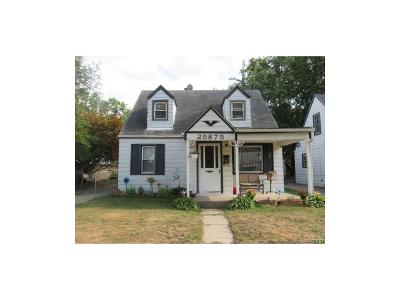 Dearborn Heights Single Family Home For Sale: 25875 Currier Street