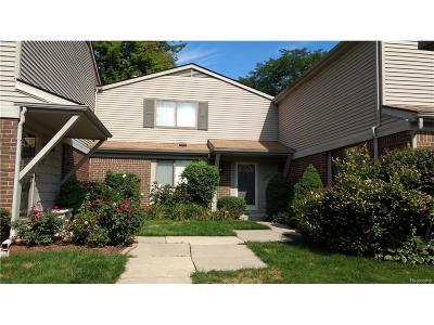 Southfield Condo/Townhouse For Sale: 29769 Farmbrook Villa Ln