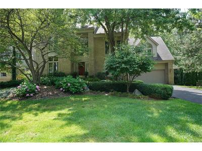 West Bloomfield Single Family Home For Sale: 6431 Mission Court