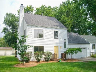 Keego Harbor, Sylvan Lake Single Family Home For Sale: 3160 Kenrick Street