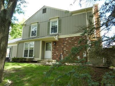 Rochester Hills Condo/Townhouse For Sale: 1500 Hidden Valley Lane