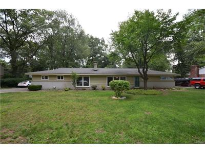 Commerce Twp MI Single Family Home For Sale: $179,999