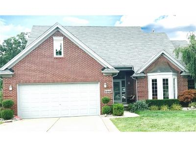 Commerce Twp Single Family Home For Sale: 8440 Golf Lane Drive