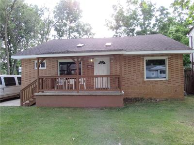 Livonia Single Family Home For Sale: 8997 Deering Street
