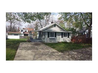 Keego Harbor Single Family Home For Sale: 2828 Beland Avenue