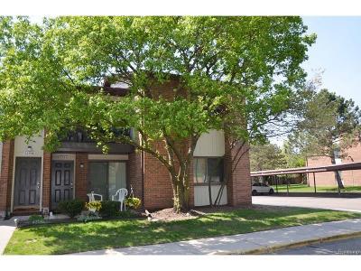 Livonia Condo/Townhouse For Sale: 33535 Pondview