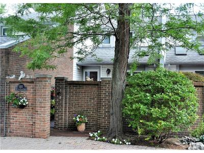 Bloomfield Hills Condo/Townhouse For Sale: 185 E Long Lake Road