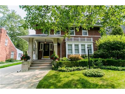 Grosse Pointe Park Single Family Home For Sale: 1252 Kensington Avenue