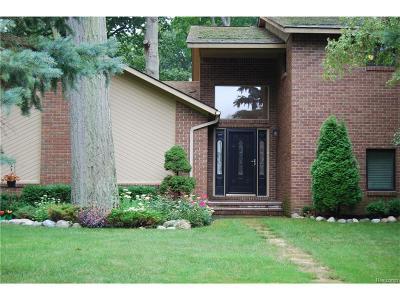 Keego Harbor, Sylvan Lake Single Family Home For Sale: 2068 Garland Street