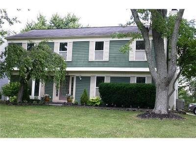 West Bloomfield Twp MI Single Family Home For Sale: $277,000
