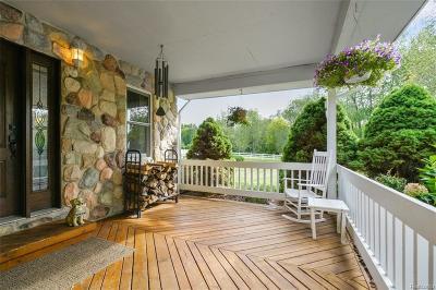 Oakland County Single Family Home For Sale: 240 E Dawson Road