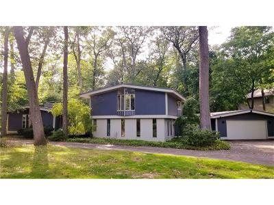Bloomfield Twp Single Family Home For Sale: 6990 Holiday Drive
