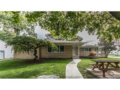 Rochester Hills Single Family Home For Sale: 3261 Bathurst Avenue
