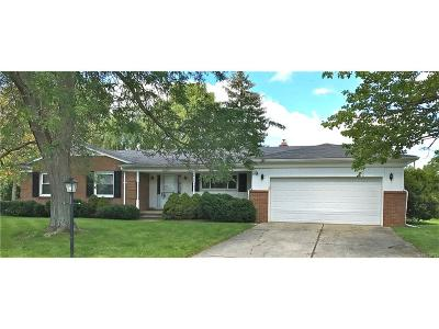 West Bloomfield Twp MI Single Family Home For Sale: $284,900
