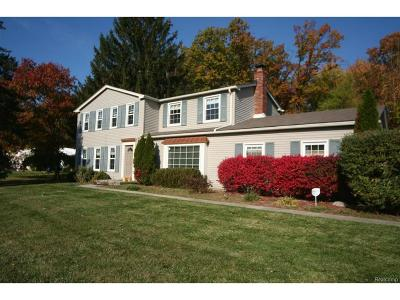 West Bloomfield Twp MI Single Family Home For Sale: $275,000