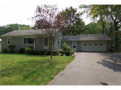 Waterford Twp Single Family Home For Sale: 6233 Wilson Drive