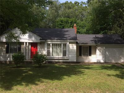 Southfield Single Family Home For Sale: 21420 Wallace Drive