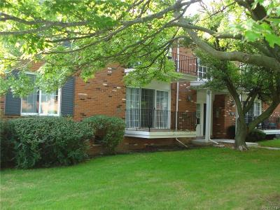 BLOOMFIELD Condo/Townhouse For Sale: 426 Fox Hills Drive N #112