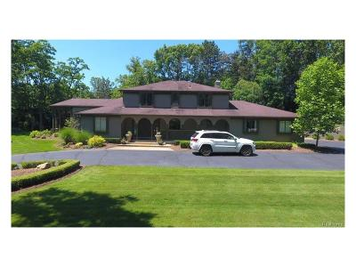 Bloomfield Hills Single Family Home For Sale: 25 Martell Drive