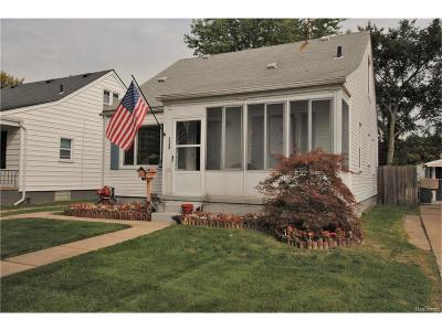 Clawson Single Family Home For Sale: 230 Highland Avenue