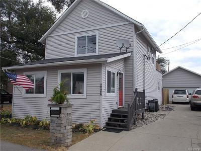 Keego Harbor Single Family Home For Sale: 2245 Fordham St