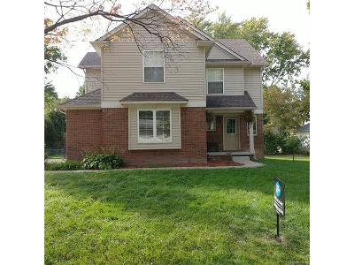 Farmington Hills Single Family Home For Sale: 21529 Hamilton Avenue