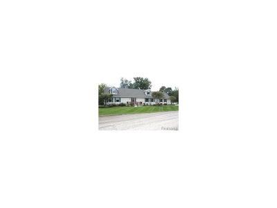 Commerce Twp Single Family Home For Sale: 2130 Moss Glenn
