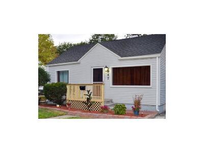 Clawson Single Family Home For Sale: 947 E Fourteen Mile Road E