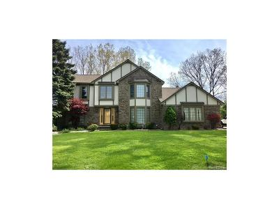 West Bloomfield Single Family Home For Sale: 4916 W Pond Circle