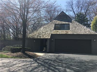 Bloomfield Hills Condo/Townhouse For Sale: 957 Bloomfield Woods