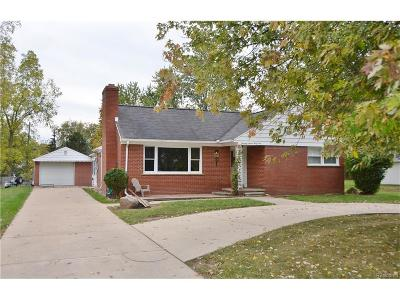 Grosse Ile Twp MI Single Family Home For Sale: $189,000