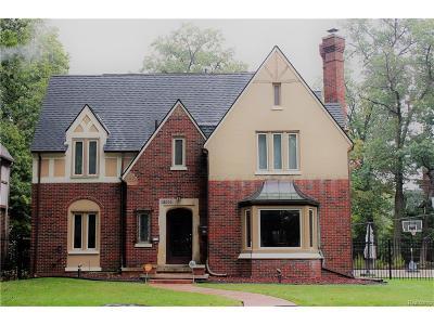Detroit Single Family Home For Sale: 18000 Parkside Street